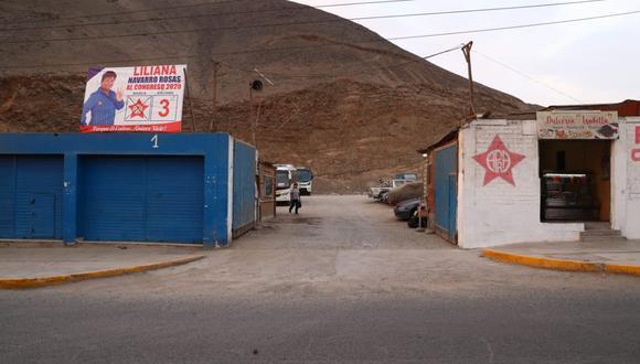 Los infractores de tránsito debían llevar su vehículo a este local de lavado de autos de la avenida Pedro Beltrán, en Ventanilla, y dejar allí el monto de las coimas. (Foto: Alessandro Currarino/El Comercio)