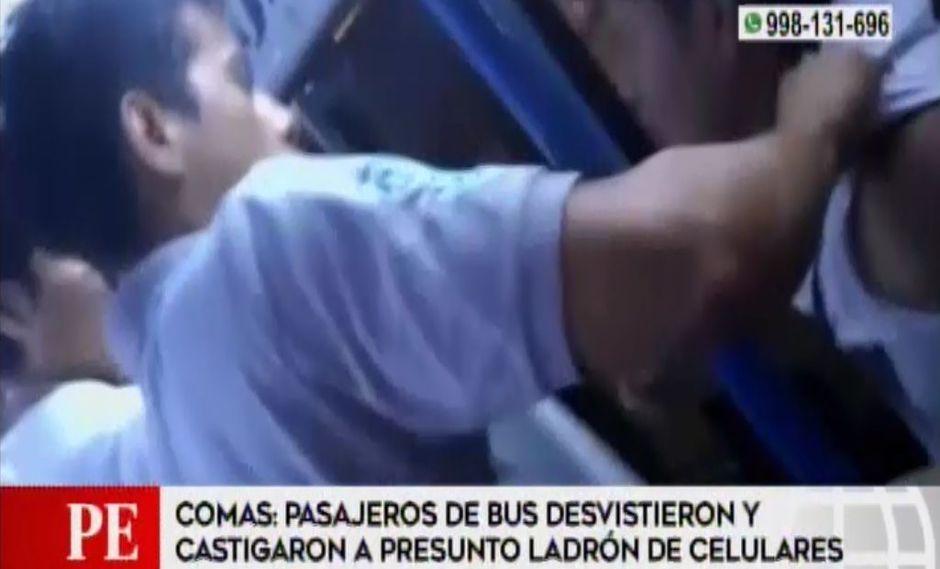 Pasajeros de bus en Comas golpearon a presunto ladrón de celulares (Captura: América Noticias)