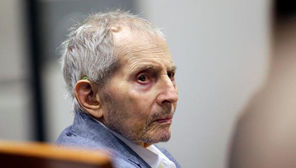 En esta foto de archivo tomada el 10 de marzo de 2020, el heredero de bienes raíces Robert Durst mira durante su juicio por asesinato en Los Ángeles, California. (Alex Gallardo / AFP).