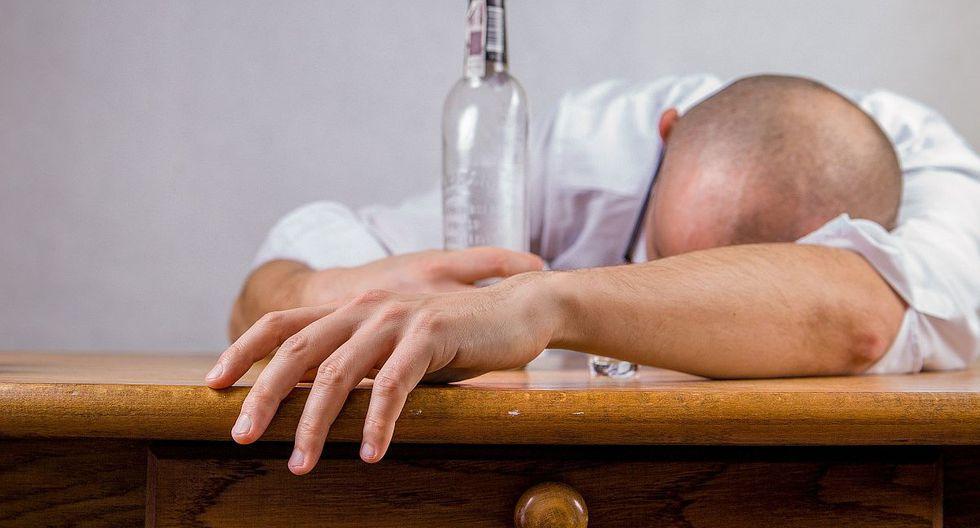 A pesar de cuidarnos y tomar con moderación, esto puede traer consecuencias como la temida resaca. (Foto: Pixabay)