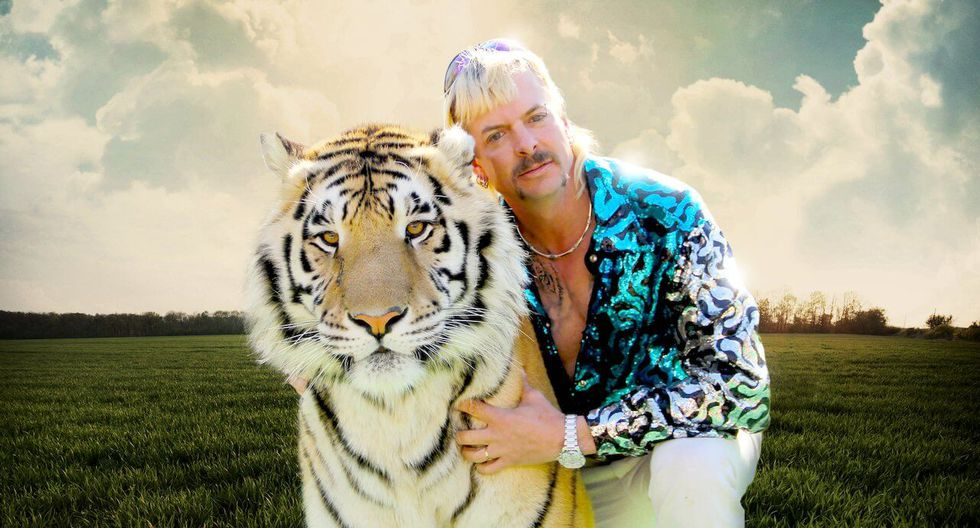 """Tiger King: Murder, Mayhem and Madness' (2020)"". es una miniserie documental estadounidense de 2020. Gira en torno al conflicto real entre Carole Baskin, propietaria del santuario animal Big Cat Rescue, y Joe Exotic (de nombre Joseph Allen Maldonado-Passage), el extravagante propietario del zoológico Greater Wynnewood Exotic Animal Park, a quien Baskin acusa de abusar y explotar a los animales salvajes."