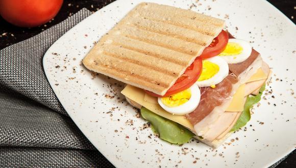 Un sandwich con huevo es una gran opción, pero no la única para desayunar saludablemente. (Pexels / Pixabay)