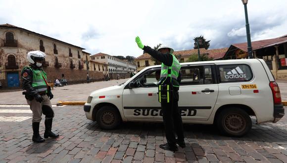 En Cusco, según la Dirección de Transportes, alrededor de 3 mil unidades vehiculares de tipo M1 y M2 operan como colectivos de manera informal. (Foto: Melissa Valdivia)