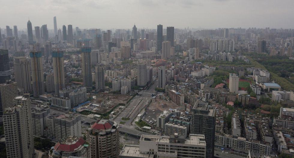 A partir de mañana, además, volverán a operar los vuelos desde y hacia Hubei, aunque no en Wuhan, que deberá esperar hasta el 8 de abril para autorizar salidas de la urbe, y habrá que aguardar más antes de retomar los vuelos internacionales y los que la conectan con la capital china. (AFP).