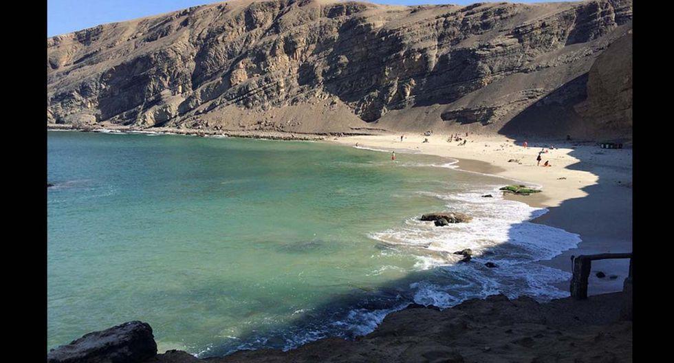 La Mina.  Se encuentra a 20 km de la entrada a la Reserva Nacional de Paracas. Esta belleza escondida se ubica entre los acantilados que la rodean como un semicírculo. Esto hace que el fuerte viento de la zona no incomode a los visitantes, y además, favorece la presencia de lobos de mar y de una gran variedad de aves costeras. (Foto: Instagram @thehconcpt)