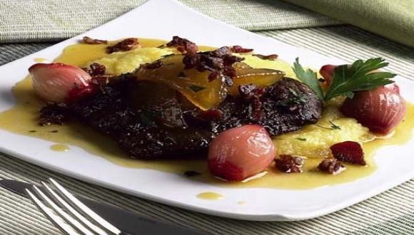 Hígado con manzanas y cebollas caramelizadas