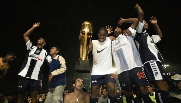 La celebración del título del 2003 tras vencer a Cristal 2-1 con un tanto de Jefferson. (Foto: José Carlo Swayne / Archivo)