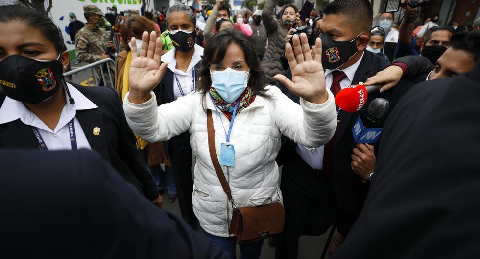 """""""No estaba obligada a pedir licencia, pero si el Reniec es parte del cuerpo electoral, por ética la pedí"""", dijo Dina Boluarte el martes. (Foto: César Bueno / GEC)"""