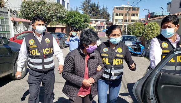 Durante la intervención y allanamiento se incautó un celular, una tablet y tres chips. Foto: PNP