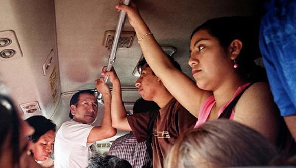"""""""Un estudio reciente del Banco Mundial muestra que las oportunidades laborales y la posibilidad de salir de la pobreza de las mujeres se ven limitadas cuando el transporte público no toma en cuenta sus necesidades""""."""
