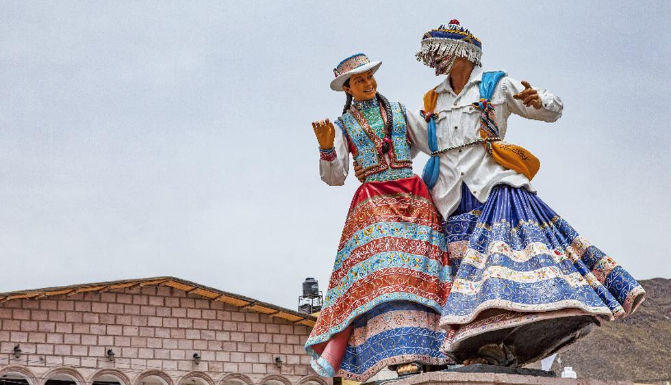 Escultura de bailarines de  Wititi, en Chivay.  (Foto: Guillermo Gutierrez)