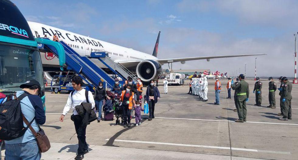 Peruanos fueron repatriados a fines de marzo desde Toronto en un vuelo humanitario operado por la aerolínea Air Canada. Uno de los pasajeros tomó esta fotografía tras aterrizar en el Grupo Aéreo Nº 8 de la FAP. (Foto: Eric Tribut / Cortesía para El Comercio)