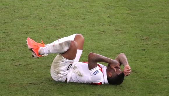 Perú vs. Bolivia: ¡Farfán preocupó! Los momentos de incertidumbre tras choque por Copa América | VIDEO. (Foto: AFP)