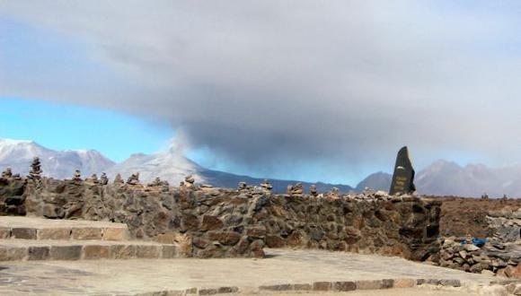 Arequipa: volcán Sabancaya registra 41 explosiones al día