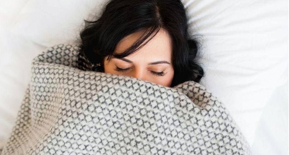 Una hora extra de sueño puede tener un impacto positivo importante en la salud. (Foto: Getty)