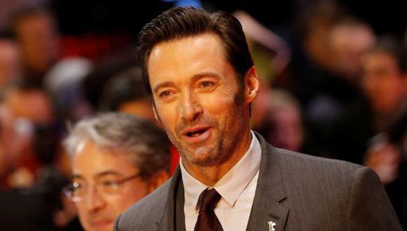 """Hugh Jackman apareció con la nariz vendada en el estreno de """"Logan"""". (Foto: Reuters)"""