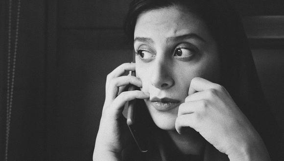 Mujer hablando por teléfono. (Imagen: SIAVASH GHANBARI / UNSPLASH)