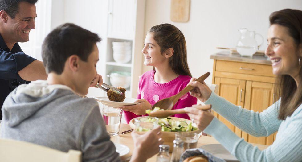 Buena compañía: Estas son las ventajas de comer en familia
