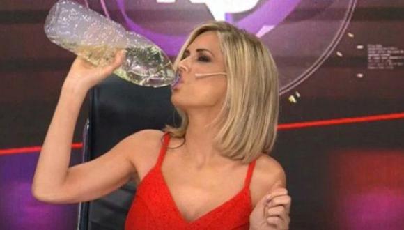 La periodista argentina Viviana Canosa bebiendo dióxido de cloro ante cámaras. (Fuente: Canal 9)