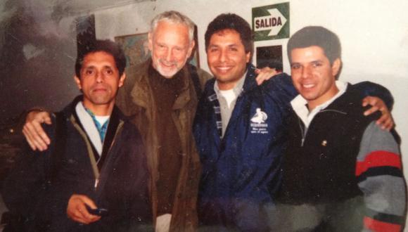 Carlos Bejarano, Guillermo Giacosa, Kike Morey y Renato Cisneros. Programa de radio Aldea Global en julio del 2002. FOTO: Kike Morey / Internet.