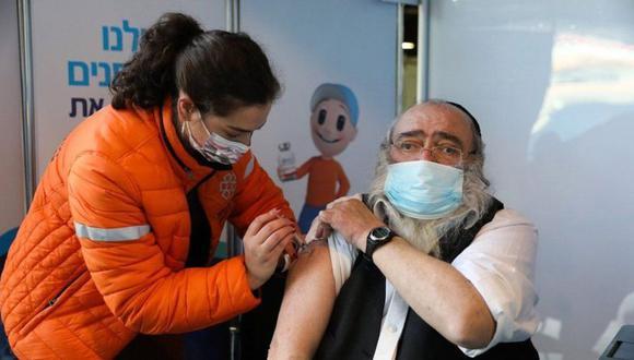 En la jornada de vacunación israelí se le ha dado prioridad a los mayores de 60 años. (EPA).