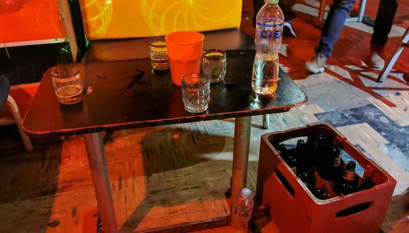 Cajas de cerveza y otras bebidas alcohólicas eran vendidas en local clandestino. (Foto: Municipalidad Provincial de Arequipa)