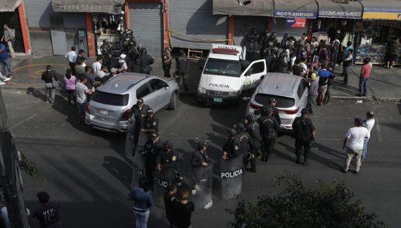 Por ahora están a la espera del fiscal de turno para el levantamiento del cuerpo.(Foto: Renzo Salazar/GEC)