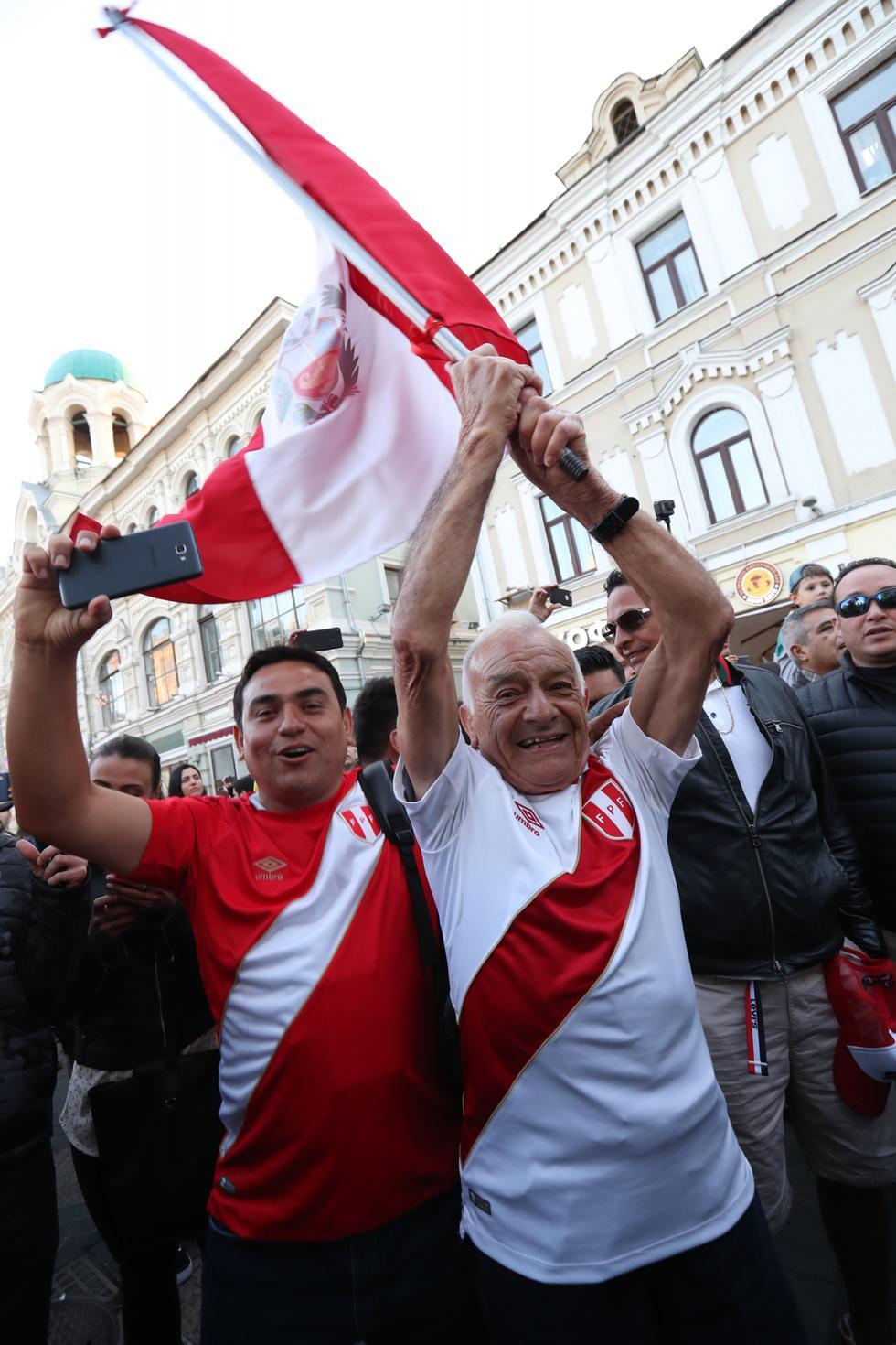 Luego de 36 años, la hinchada peruana ya se encuentra en Rusa para alentar a Perú en un Mundial. (Foto: Rolly Reina / El Comercio)