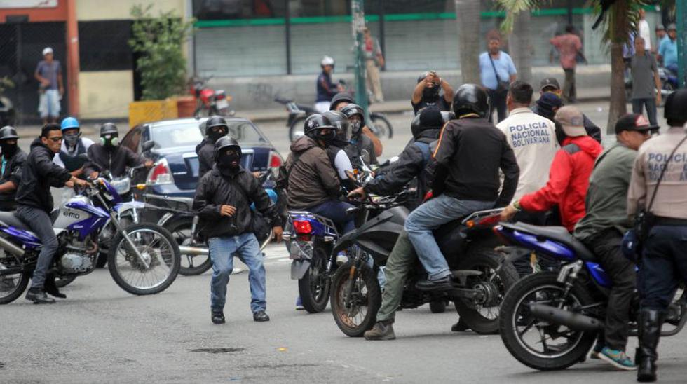 Paramilitares disparan contra opositores en Caracas [FOTOS] - 3