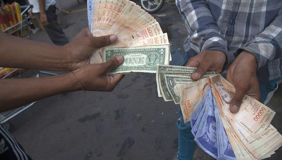 El precio del dólar era de 3′850.301,78 bolívares soberanos en Venezuela este viernes. (Foto: AFP)