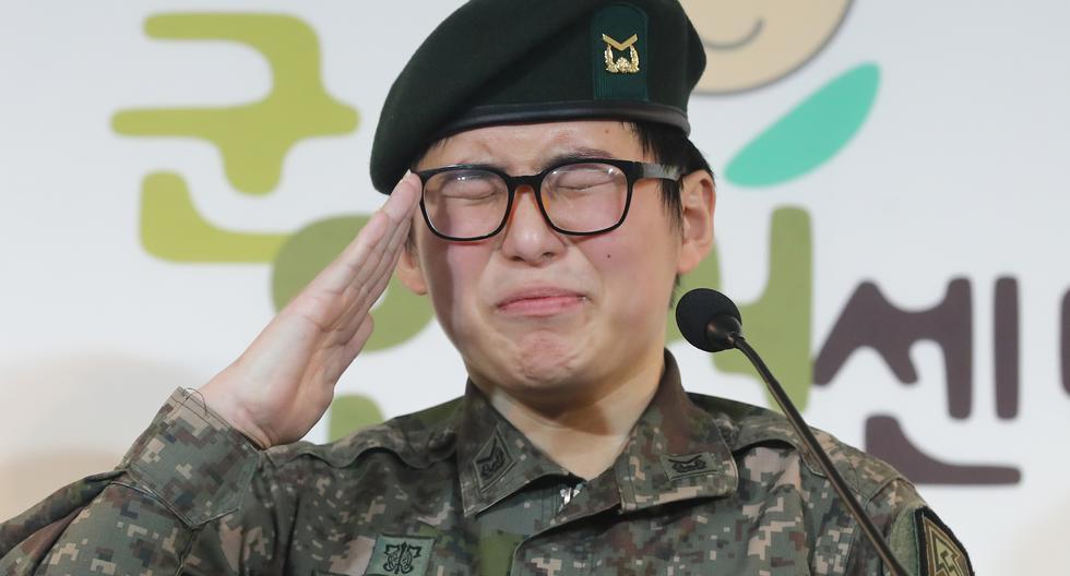 La sargento Byun Hee-soo expresó su deseo de permanecer en el Ejército durante una conferencia de prensa en el Centro Militar de Derechos Humanos para Corea en Seúl. (Foto: AFP)
