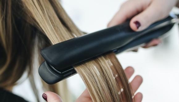 Existen tratamientos caseros para reparar el cabello quemado. (Foto: Pexels)