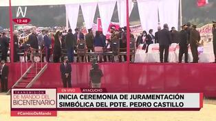 Evo Morales y Alberto Fernández ayudaron a quitar telas del estrado en juramentación de Pedro Castillo