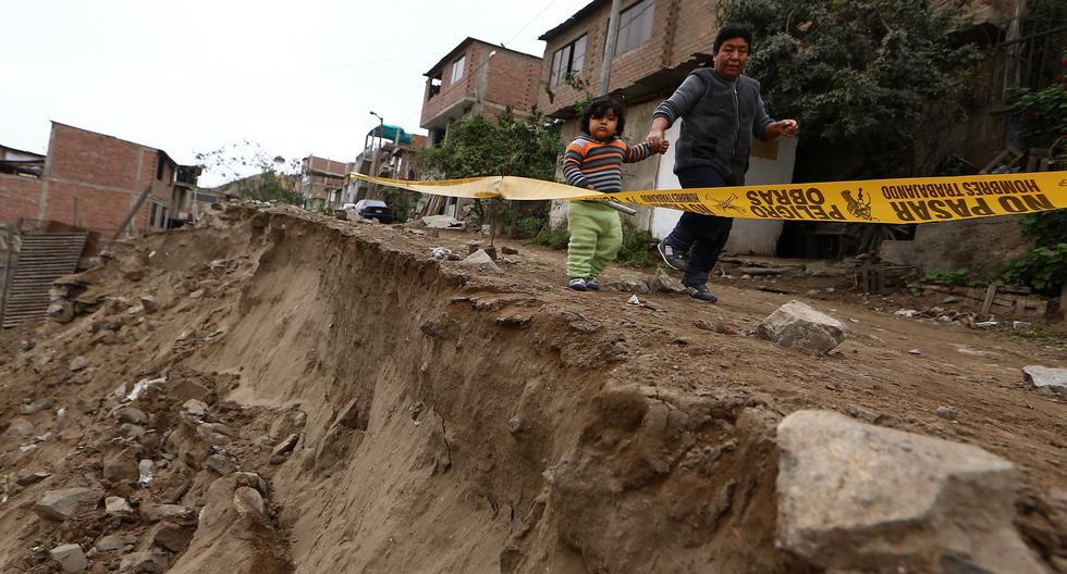 GRIETAS EN LAS PAREDES Y SUELOS EN PRECARIAS VIVIENDAS EN VILLA EL SALVADOR. (FOTOS: ALESSANDRO CURRARINO/EL COMERCIO)