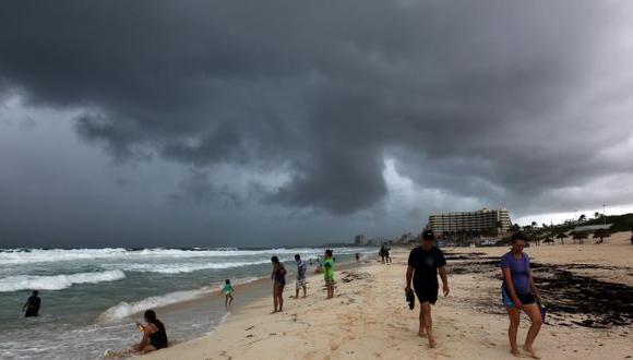 La depresión tropical 14 que se movilizaba hacia Florida por el Golfo de México se ha convertido en tormenta tropical Michael, dijo hoy el Centro Nacional de Huracanes (Foto: EFE)