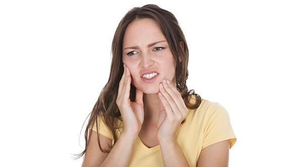¿Aprietas los dientes al dormir? Podrías padecer de bruxismo