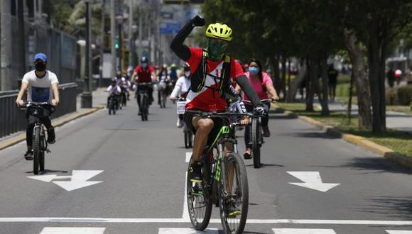 En las calles de la capital cada vez se observa a más ciclistas. (Foto: Lino Chipana / @photo.gec)