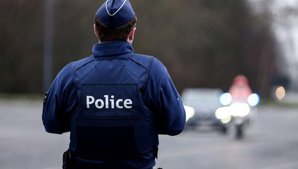 Bélgica: un joven muere al huir de la policía de una fiesta COVID en Amberes.  (Foto referencial, Kenzo TRIBOUILLARD / AFP).