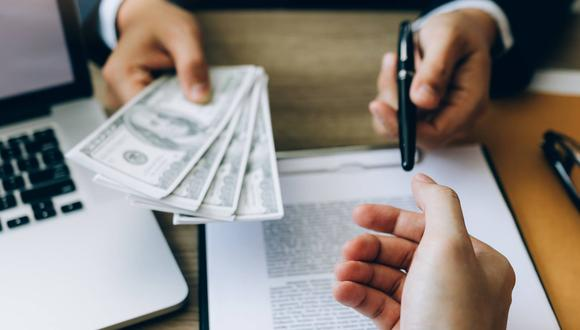 Familias o empresas cuya tasa de interés de mercado resulte más alta que la impuesta por el tope estarán automáticamente excluidas del sector financiero formal (Foto: iStock)