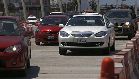 Derteano dijo que alza del ISC aleja el vehículo del consumidor. (Foto: El Comercio)