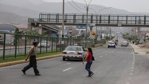 Ni la policía usa el puente peatonal de Gambetta