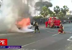 Vehículo se incendia en el Óvalo Santa Anita