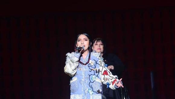 Renata Flores se juntó a cantantes peruanas como Sylvia Falcón, Rosario Goyoneche, Pierina Less y Sadith Silvano en un complejo y cautivador número musical que destacó la herencia cultural peruana. (Fuente: Bicentenario Perú/Facebook)