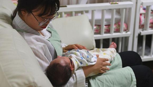 Solo 275.800 bebés nacieron en 2020, mientras que el número de muertos se situó en 307.764. (AFP).