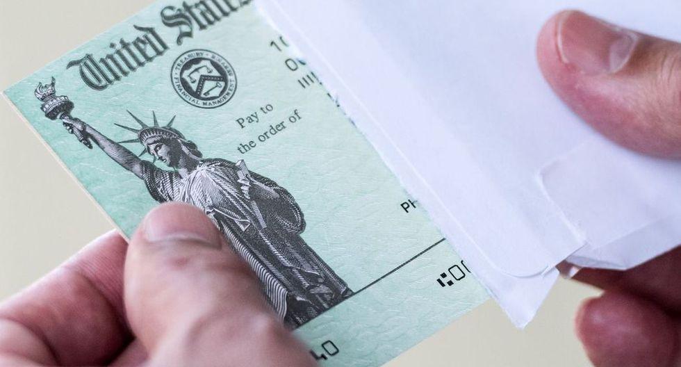 Las personas serán notificadas por correo sobre la forma en que será enviado el pago. Si la persona no recibe su pago debe ponerse en contacto con el IRS (Foto: Getty Images)