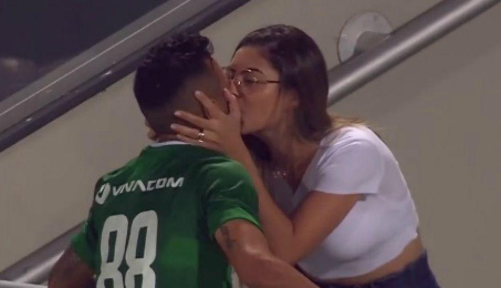 Curioso momento se vivió durante partido por la Primera División de Bulgaria. (Foto: Captura)
