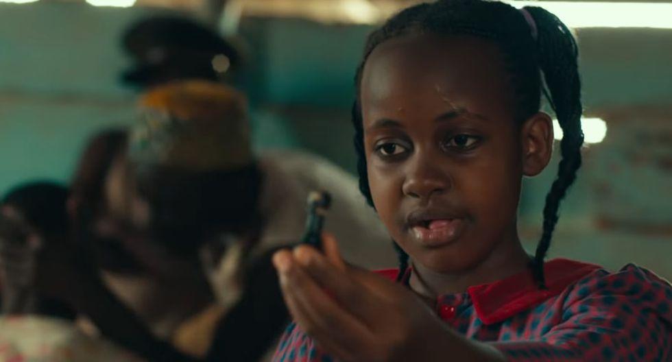 """Nikita Walingwa en la presentación de """"La reina de Katwe"""" en 2016 (Izquierda). La actriz en una escena del mismo filme. (Derecha)"""