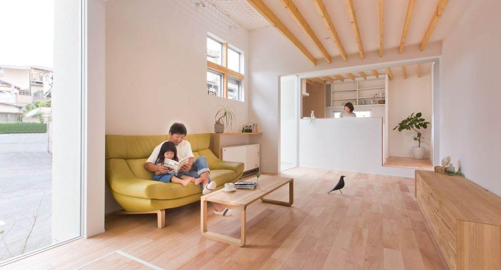 El estudio Alts Design Office debió aprovechar los 83 metros cuadrados de la casa para lograr un espacio cálido y lúdico para toda una familia. (Fuji-shokai, Masahiko Nishida / alts-design.com)