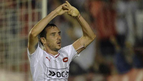Futbolista anotó y celebró gol pidiendo matrimonio a su novia