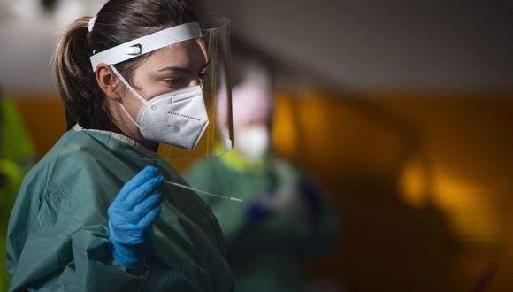 Coronavirus en España | Últimas noticias | Último minuto: reporte de infectados y muertos hoy, lunes 15 de febrero del 2021. | Covid-19 | (Foto: MIGUEL RIOPA / AFP).